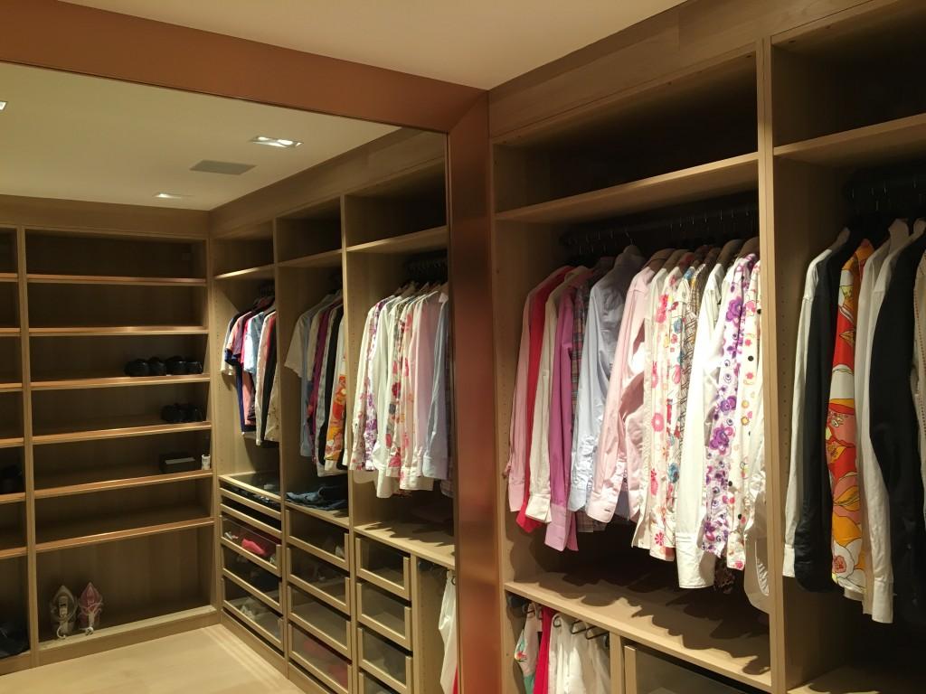 Garderobe i et helt rom er tingen, hvis du har plass