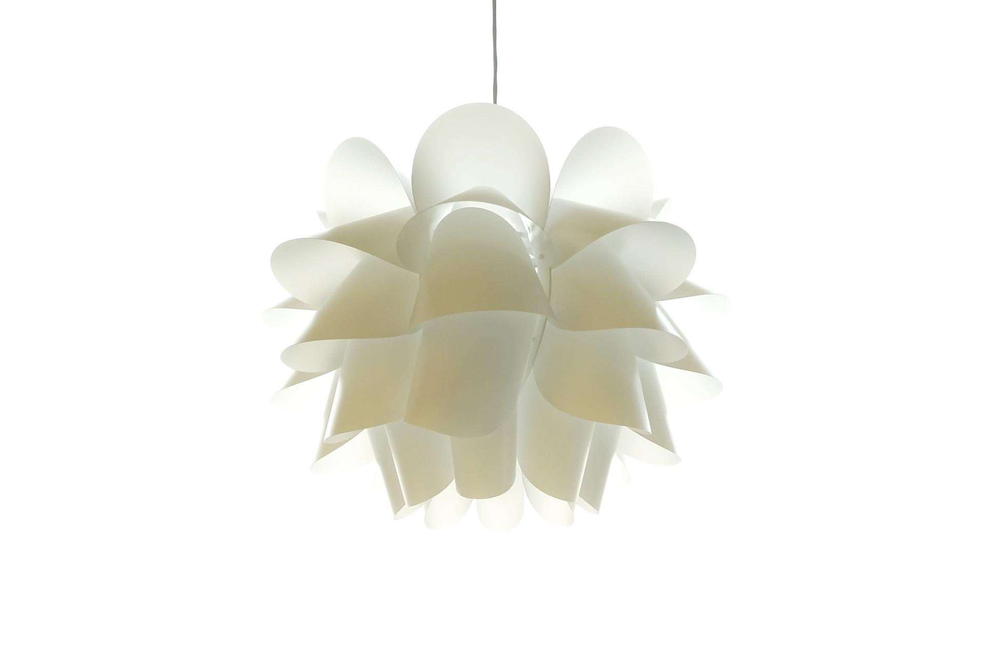LED i trappehuset og spotlight. Men en lampe i taket?