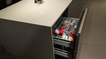 Benken på kjøkkenet har fått egen kjøleskuff