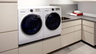 Vaskerommet har benkeplass og godt arbeidslys