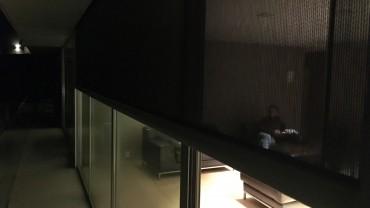Skjerming er på plass i vinduene